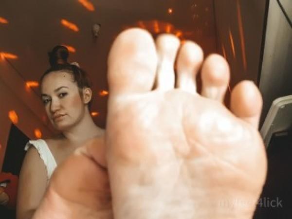 Feet4Lick